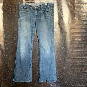 """Gap- """"Curvy"""" Medium Wash Jeans size 31"""